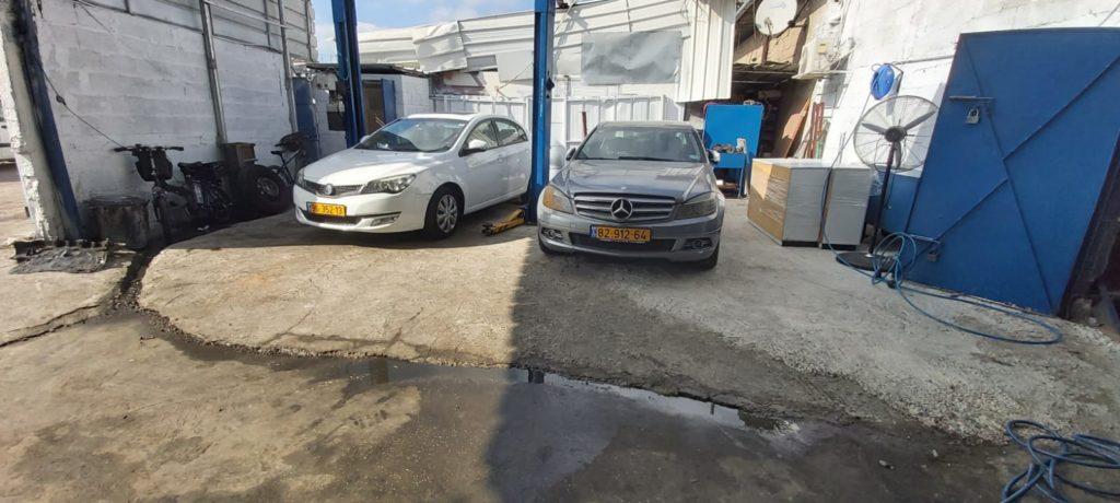 רכבים במוסך בתל אביב